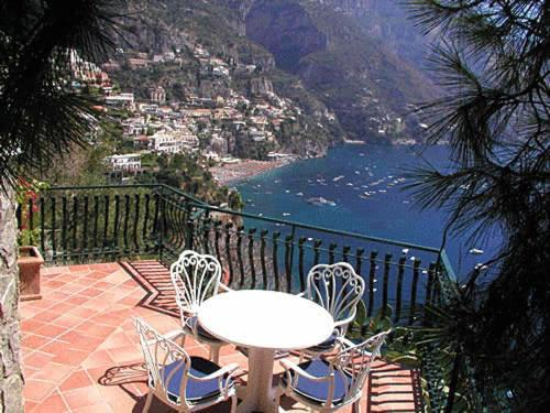 villas in positano italy: Villa Hibiscus Beach Club