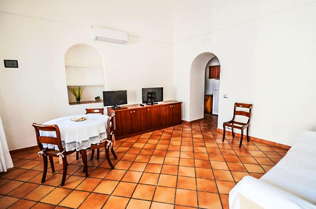 staying in positano italy: Fornillo 36 Apartment
