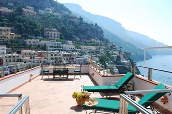 bed and breakfast italia: Positano Apartment Sleeps 6 Air Con WiFi