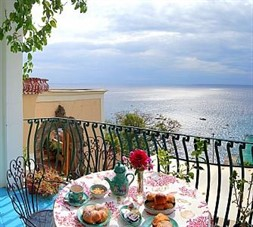 b&b booking sites: Positano Villa Sleeps 4 Air Con WiFi