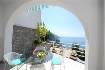 b&b economici in costiera amalfitana: Positano Apartment Sleeps 2 Pool Air Con WiFi