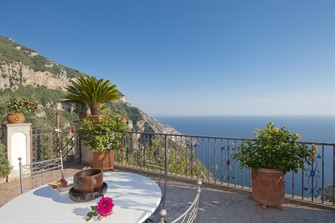 best accommodation amalfi coast: Casa Lavinia - The Beauty&Coastline in your Sight